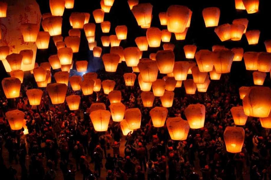 SKY LANTERN FESTIVAL (TAIWAN)