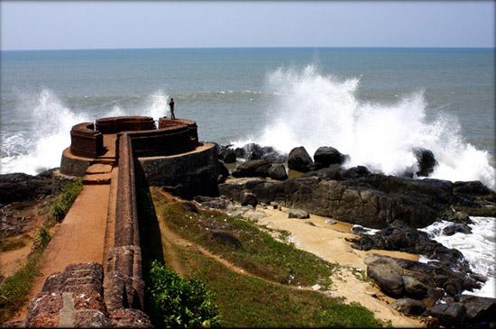 Anchunthengu Fort - Historical Monument