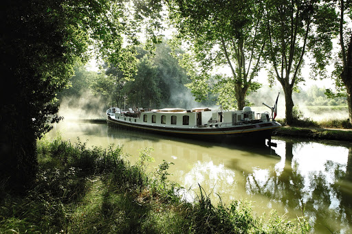 Belmond Afloat launches luxury wine academy in France