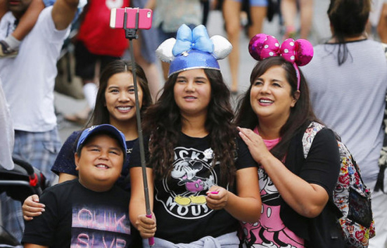 Disney to ban selfie sticks at