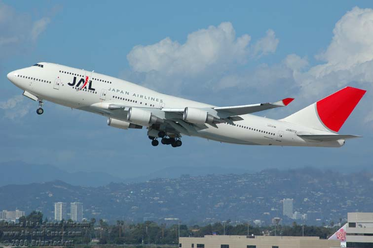 JAL announces international fare fuel surcharge