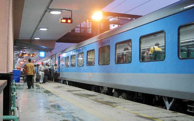 Now Train Passengers Pay trave
