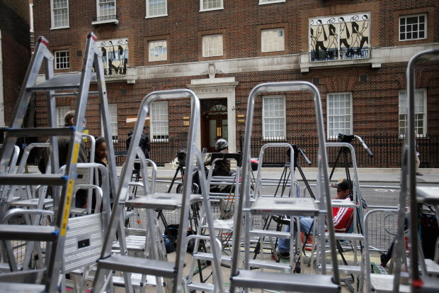 Royal baby fever sees travel to London boom