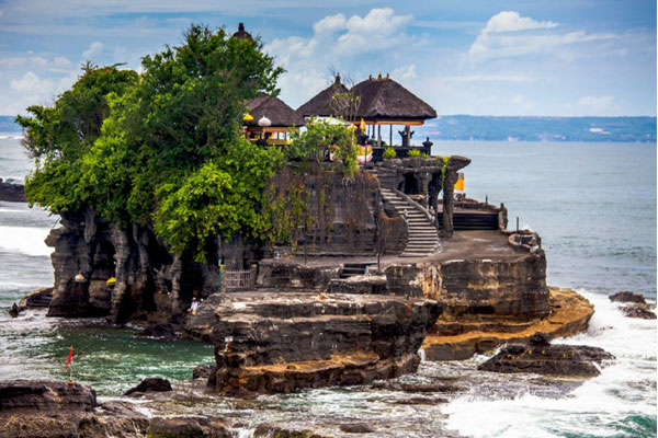 Huge Indian tourists travel to Bali