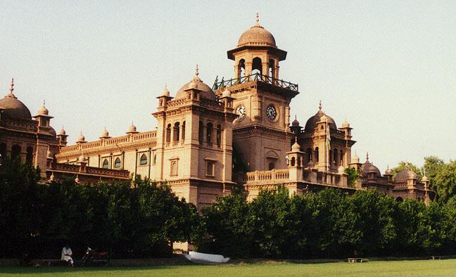 Pesh�war University