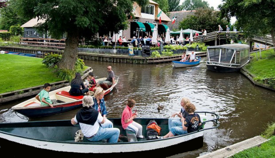 Giethoorn: Village Without Roads
