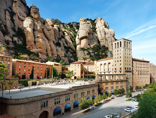 Montserrat Morning Tour by Bus