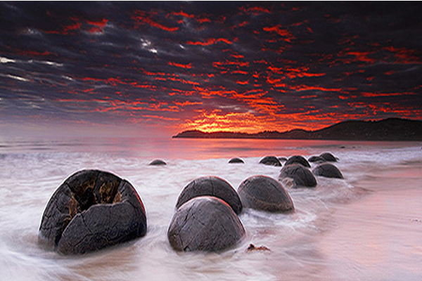 Sunrise at Moeraki Boulders