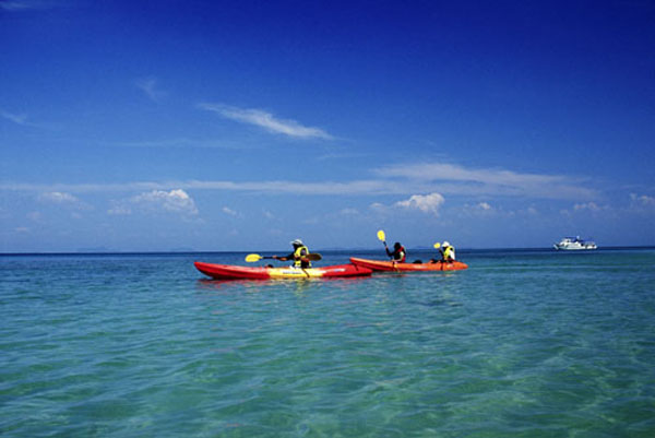Anantara Palm Resort brings Thai long-tail boat to Dubai