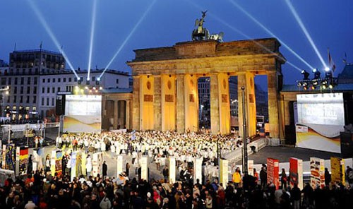 Berlin expects crowds to mark 25 years since the fall of the