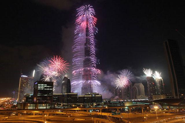 Burj Khalifa takes centre stage to welcome 2015