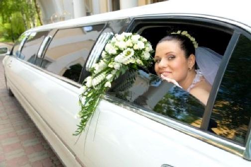 Celebrate Wedding Day with Romantic Wedding Limo