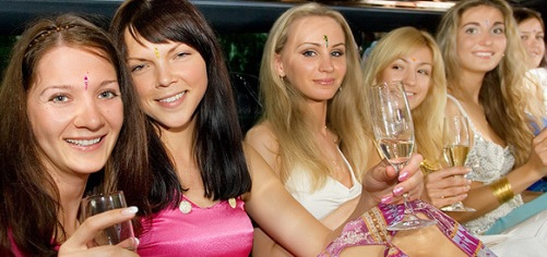 Awesome Limo services in Prom Party, Anniversary and Birthda